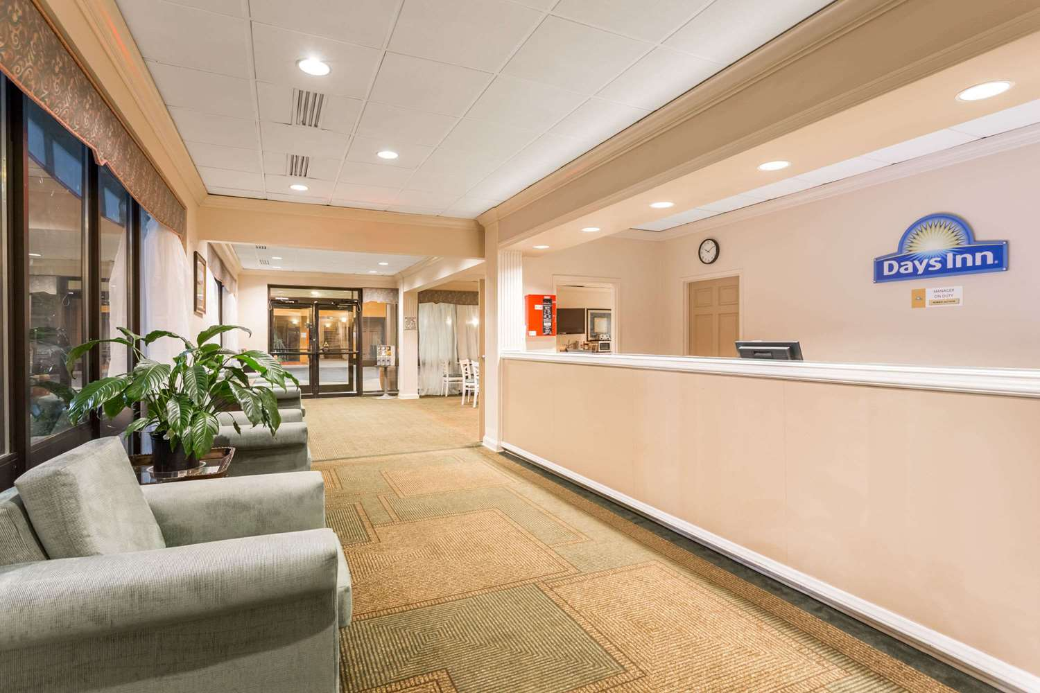 Lobby - Days Inn & Suites Bristol