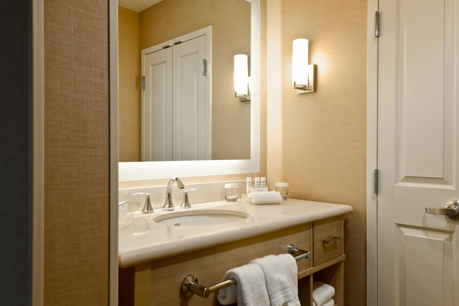 Room - Homewood Suites by Hilton Resort Convention Center Anaheim