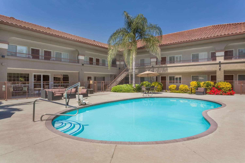 Pool - Baymont Inn & Suites Modesto