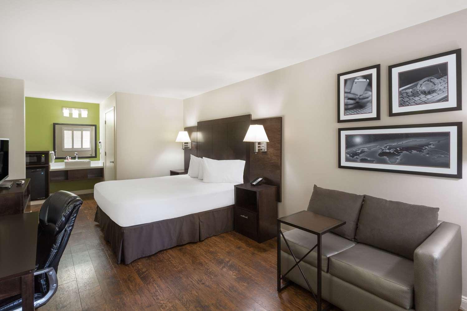 Room - Baymont Inn & Suites Modesto