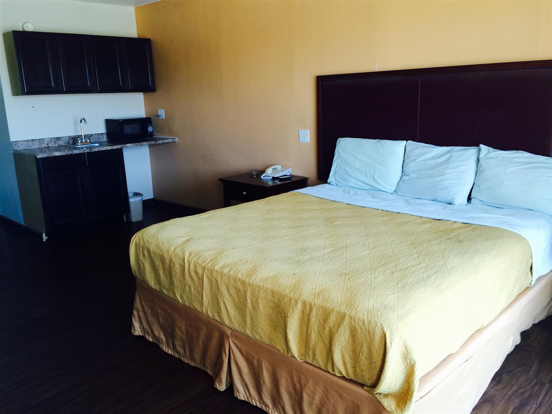 Room - Americas Best Value Inn Texarkana