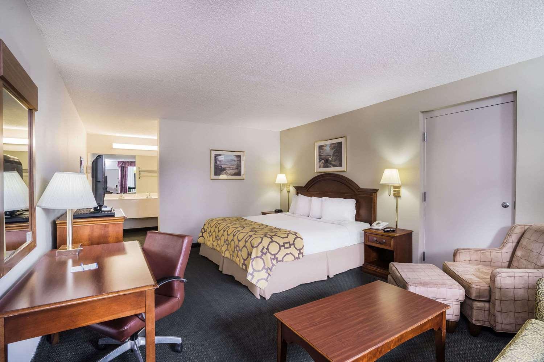 Suite - Baymont Inn & Suites Johnson City