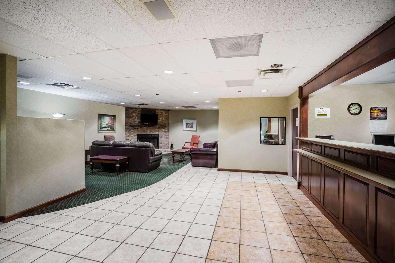 Lobby - Baymont Inn & Suites Johnson City