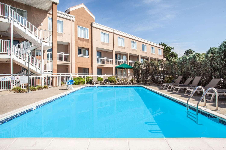 Pool - Baymont Inn & Suites Madison Heights