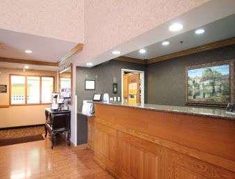 Lobby - Baymont Inn & Suites Gurnee