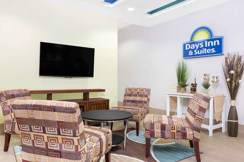 Lobby - Days Inn & Suites Madisonville