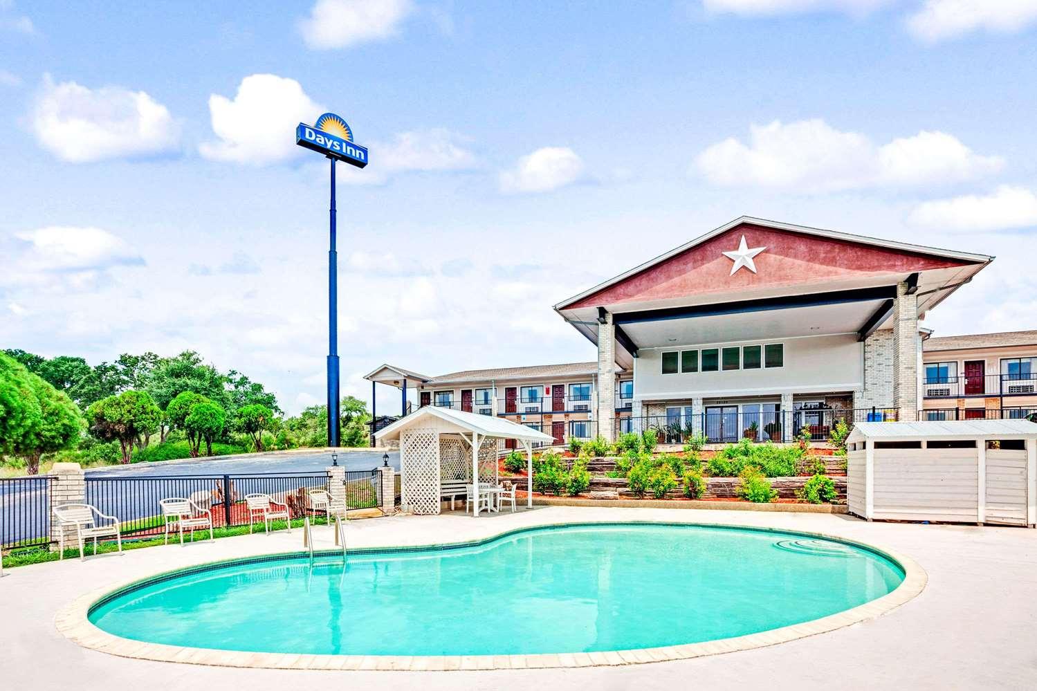 Pool - Days Inn Boerne
