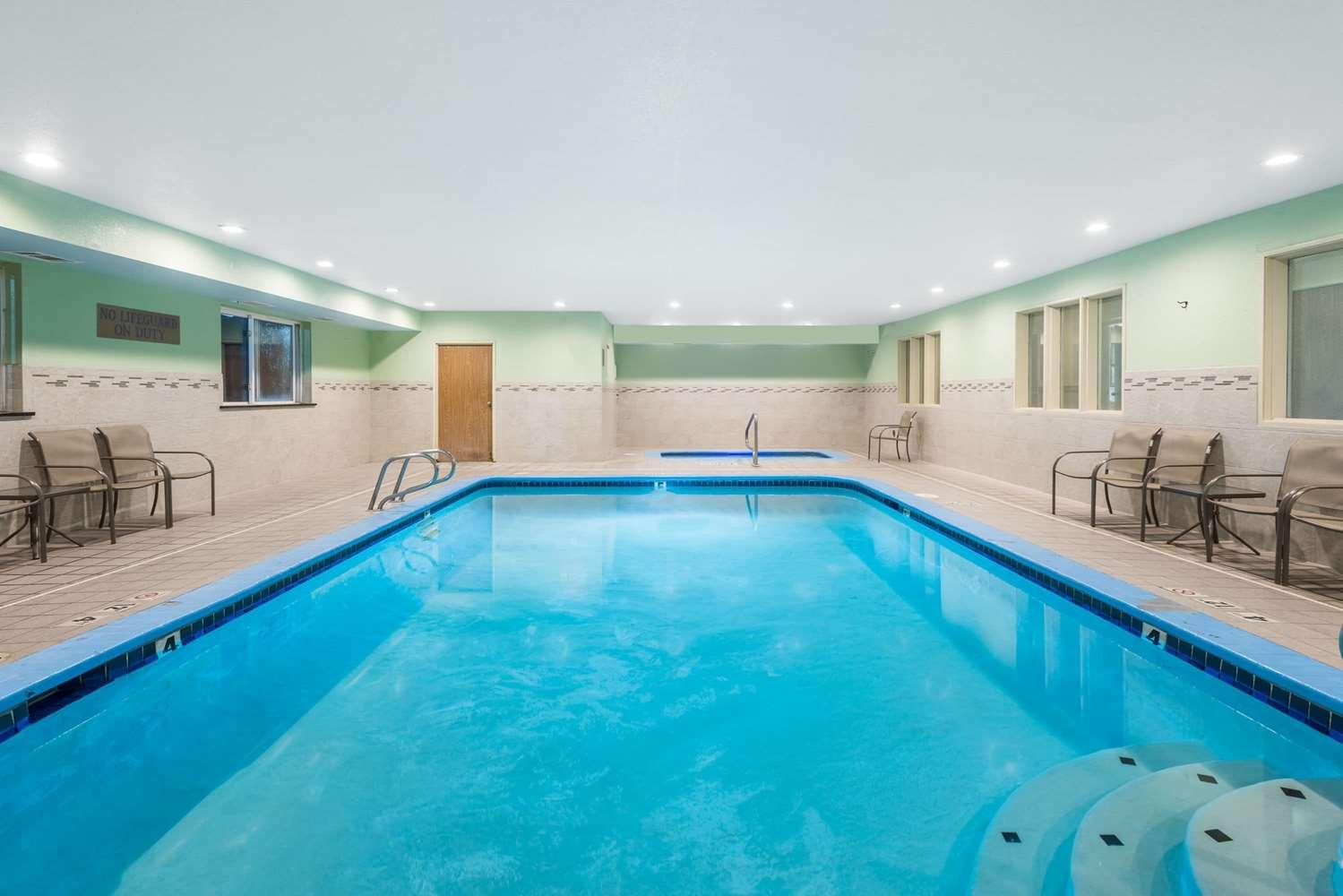Pool - Ramada Hotel Coeur d'Alene