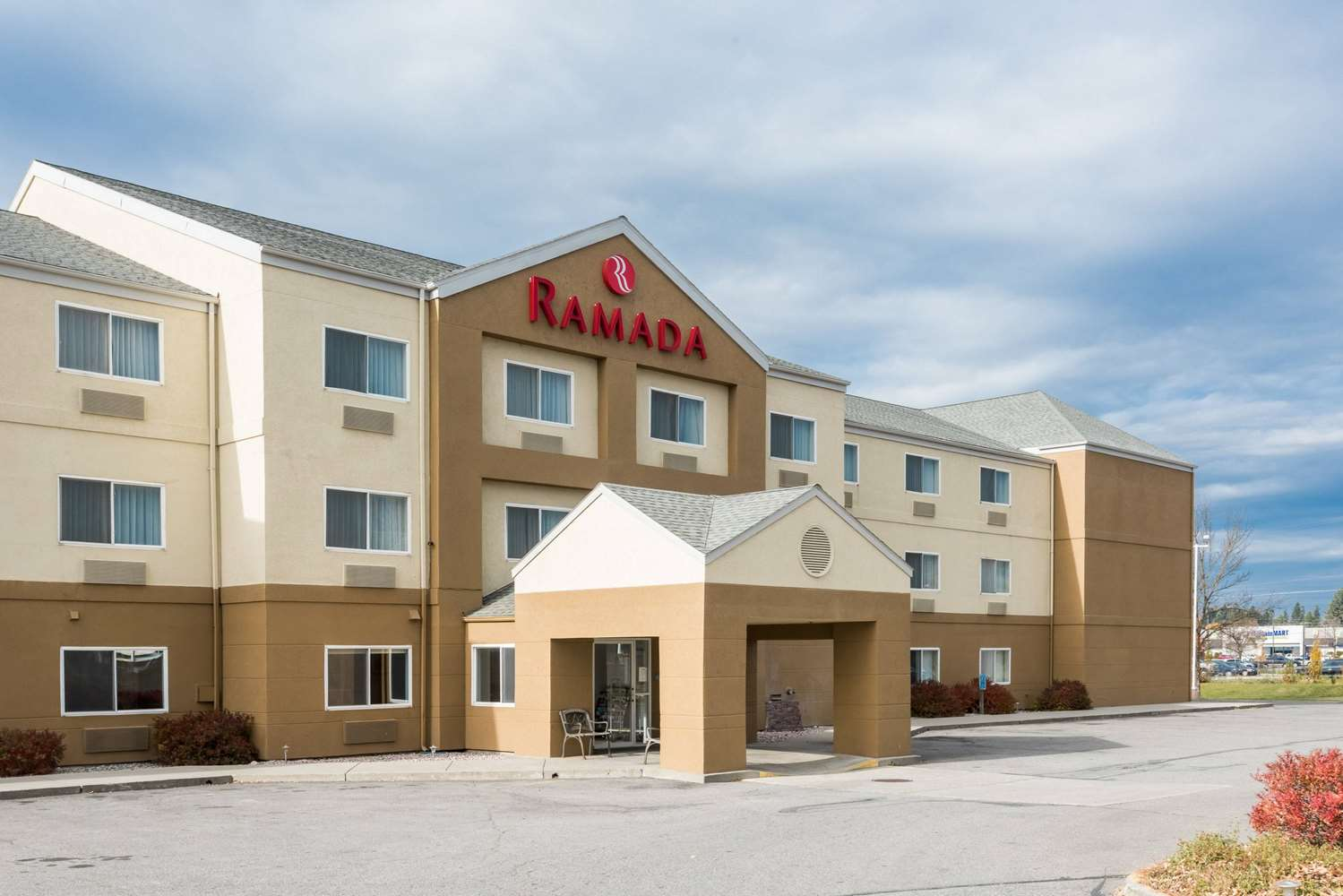 ramada hotel coeur d 39 alene id see discounts. Black Bedroom Furniture Sets. Home Design Ideas
