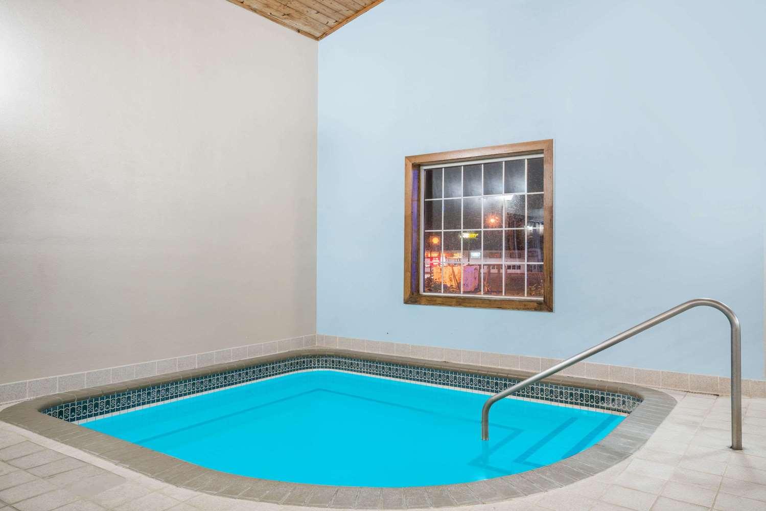 Pool - Baymont Inn & Suites Albany