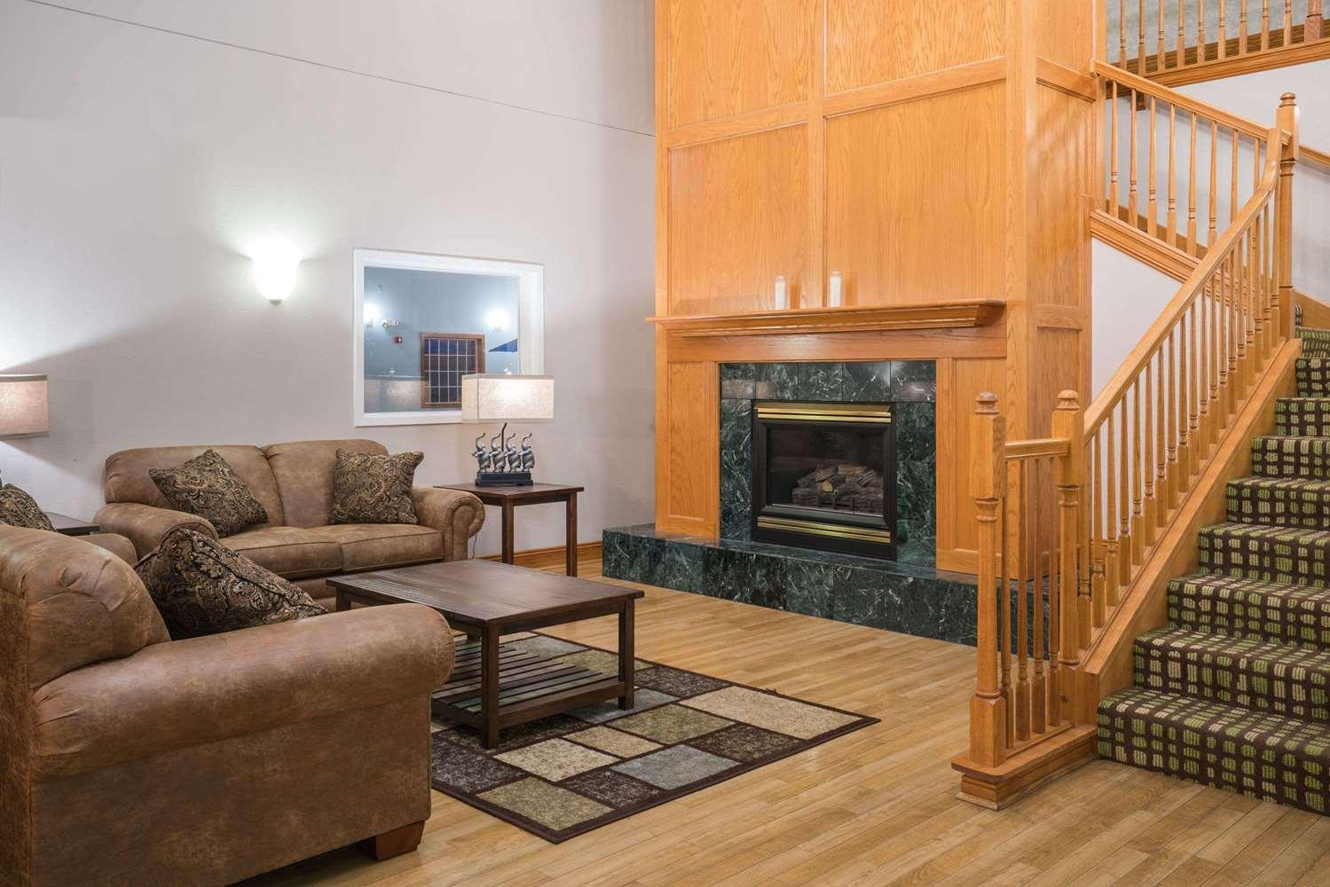 Lobby - Baymont Inn & Suites Albany