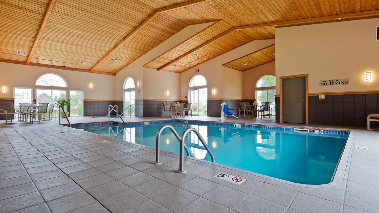 Pool - Best Western Plus Hotel Menomonie