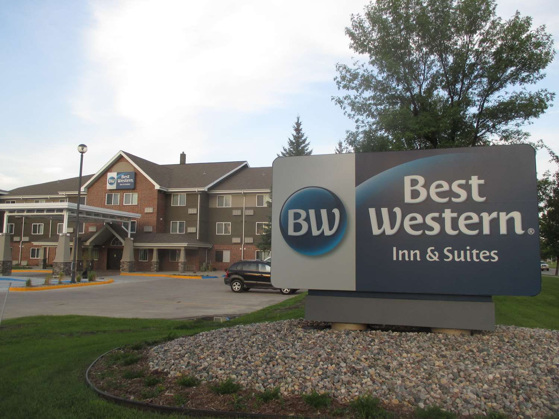 Exterior view - Best Western Harvest Inn & Suites Grand Forks