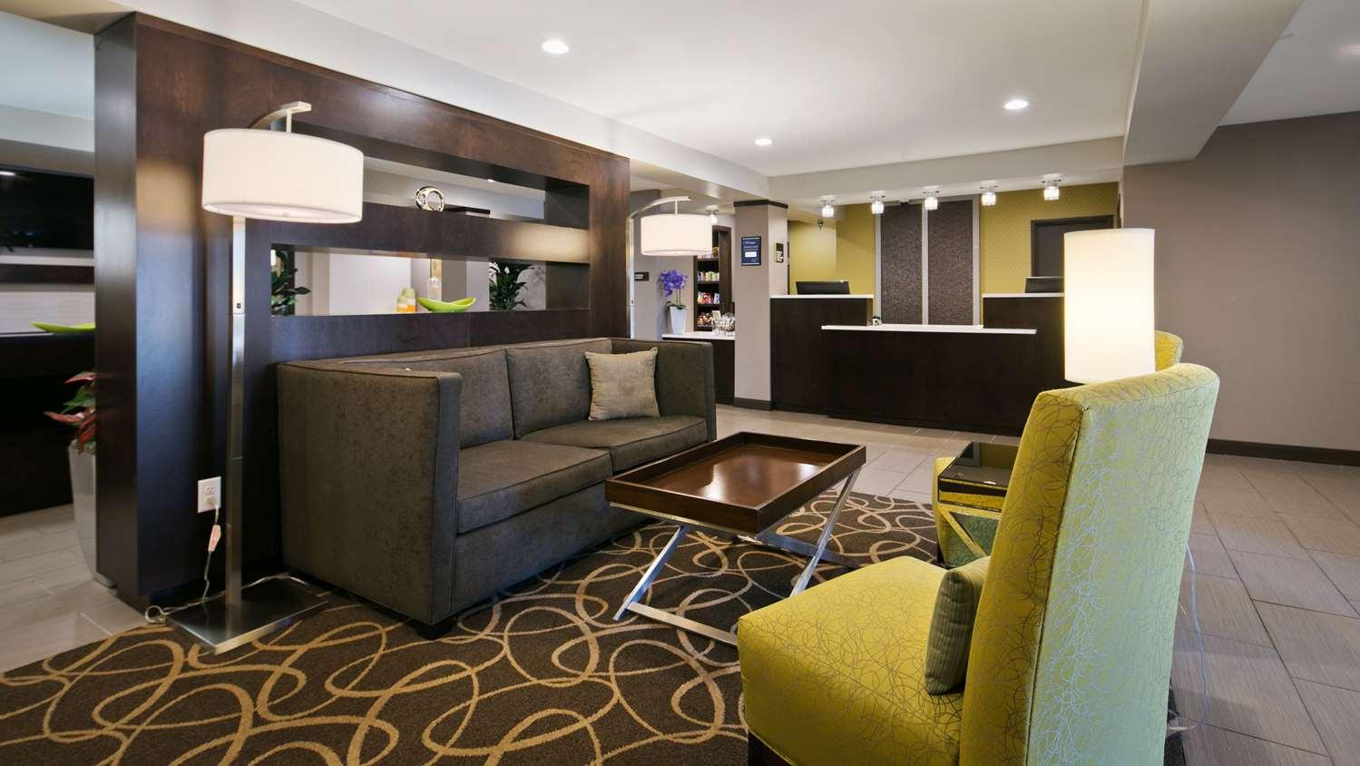 Lobby - Best Western Harvest Inn & Suites Grand Forks