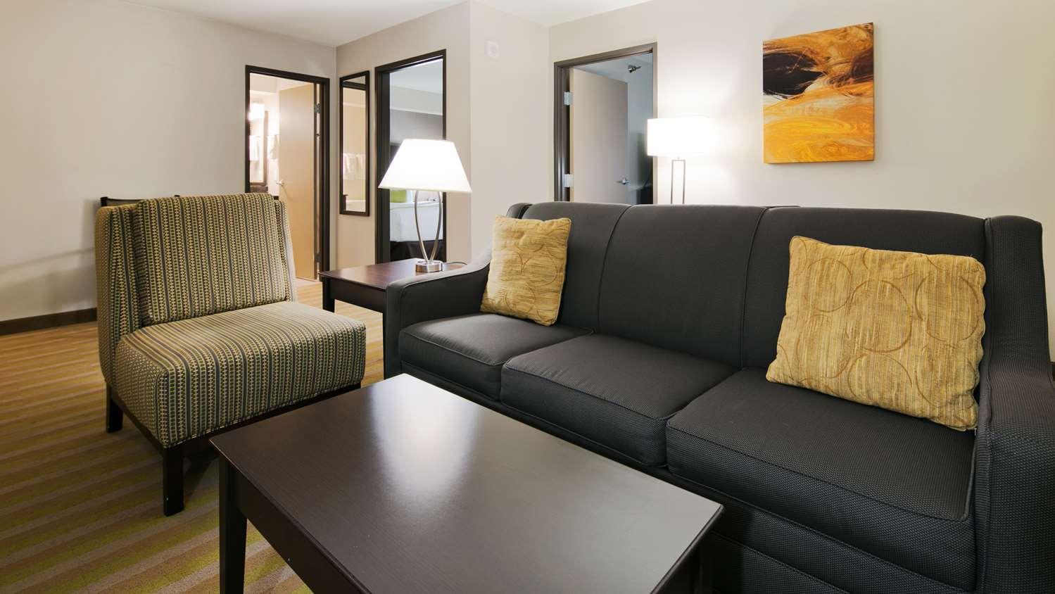 Suite - Best Western Harvest Inn & Suites Grand Forks