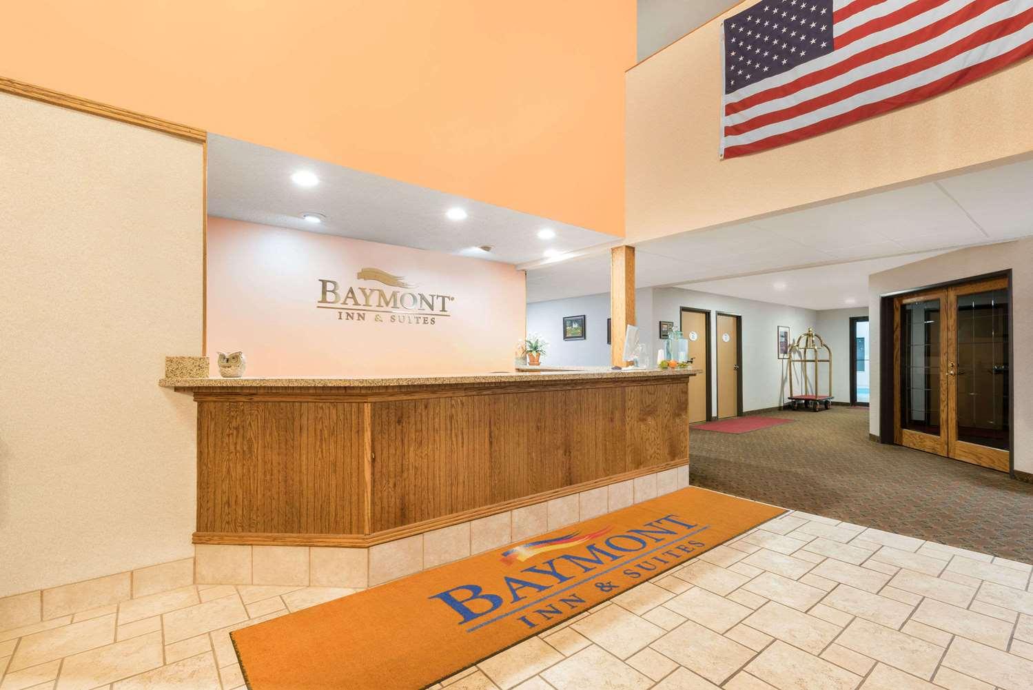 Lobby - Baymont Inn & Suites Hot Springs