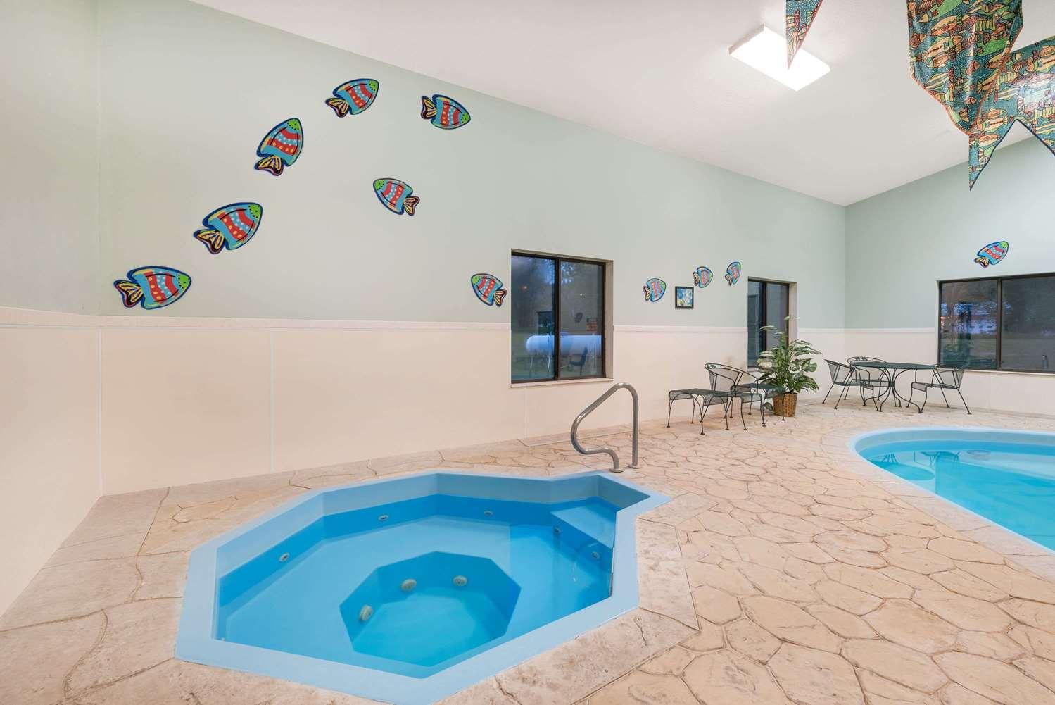 Pool - Baymont Inn & Suites Hot Springs