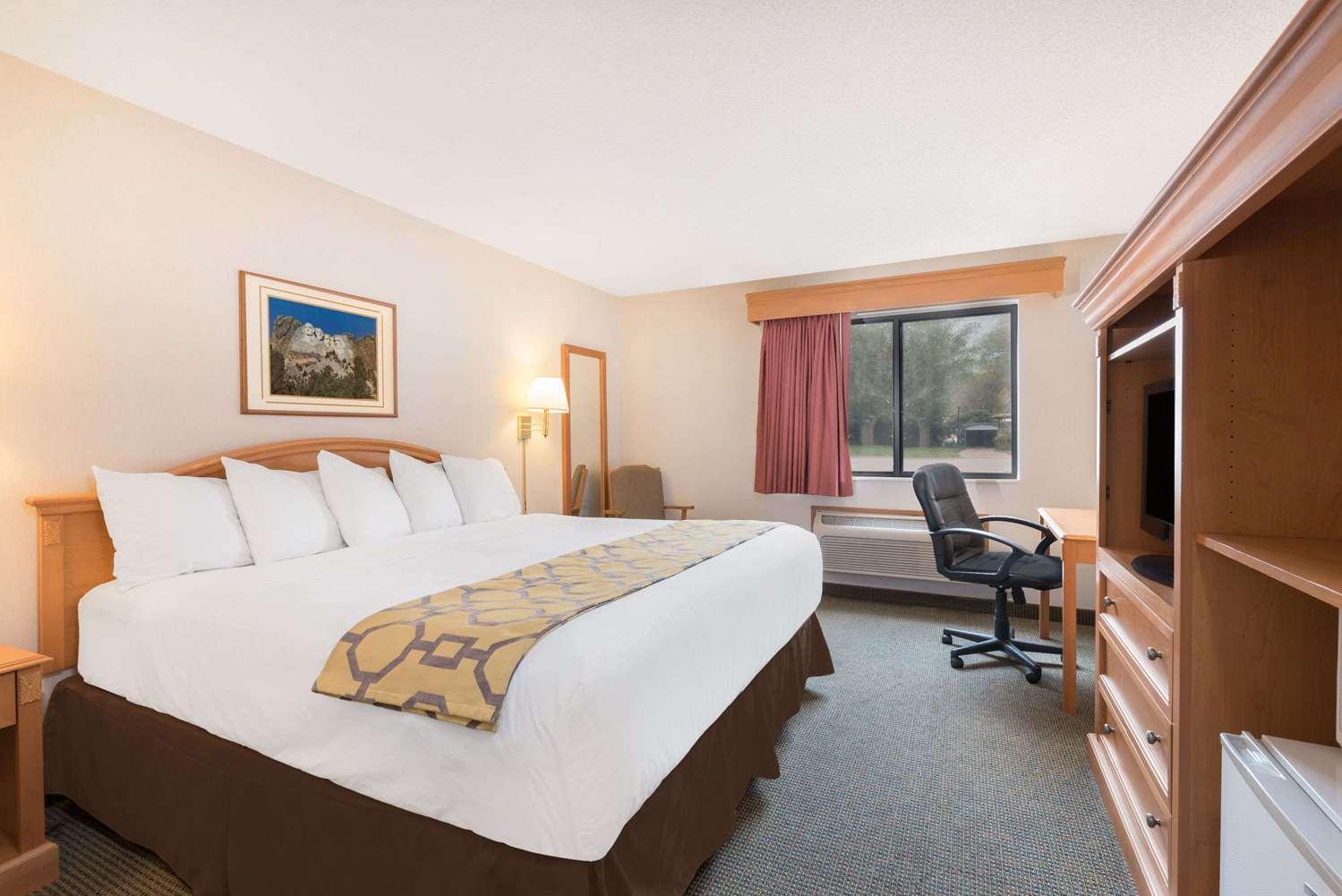 Room - Baymont Inn & Suites Hot Springs