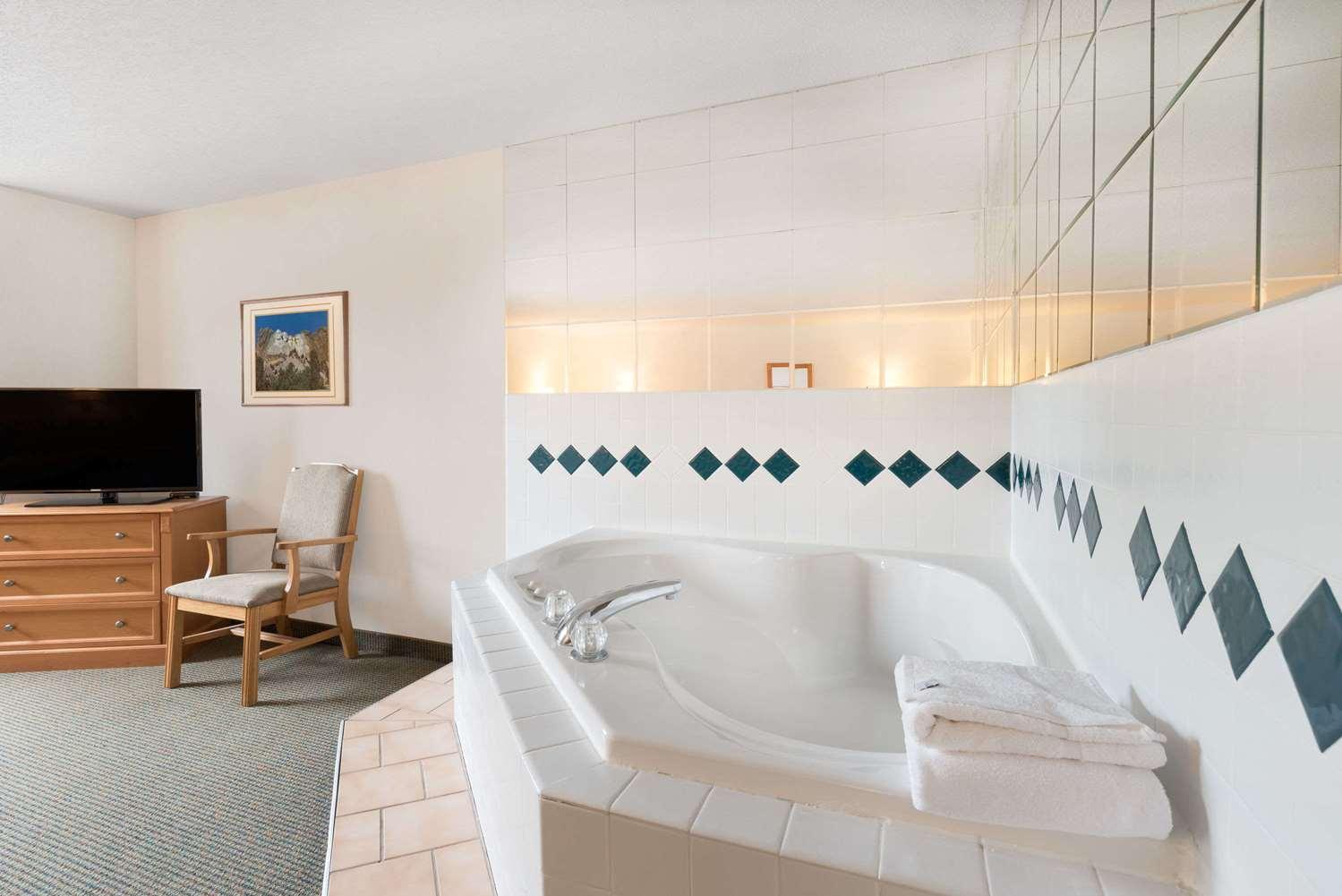 Suite - Baymont Inn & Suites Hot Springs