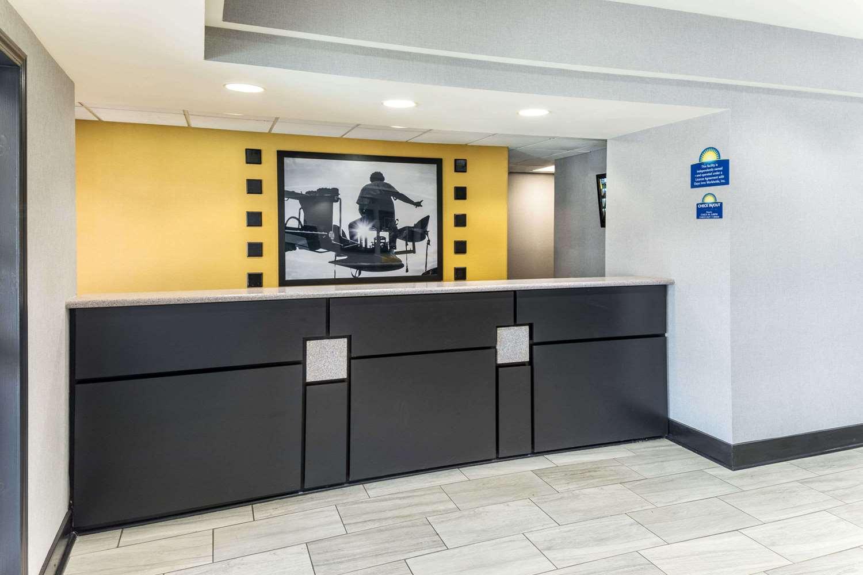 Lobby - Days Inn & Suites Union City