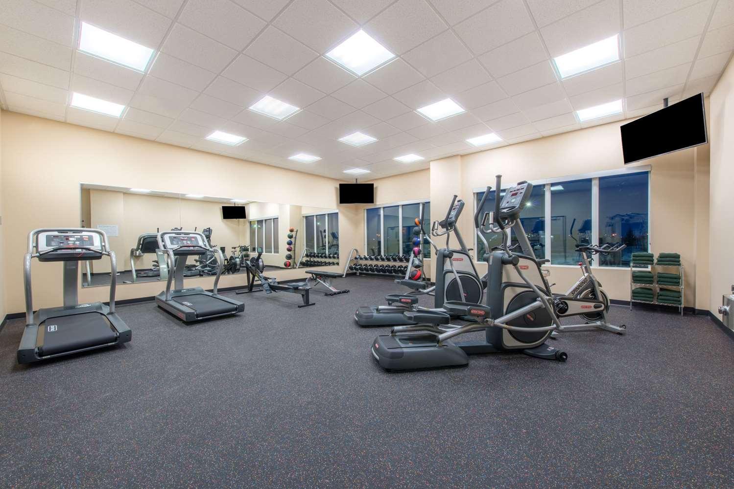 Fitness/ Exercise Room - Wyndham Garden Hotel Airport Calgary
