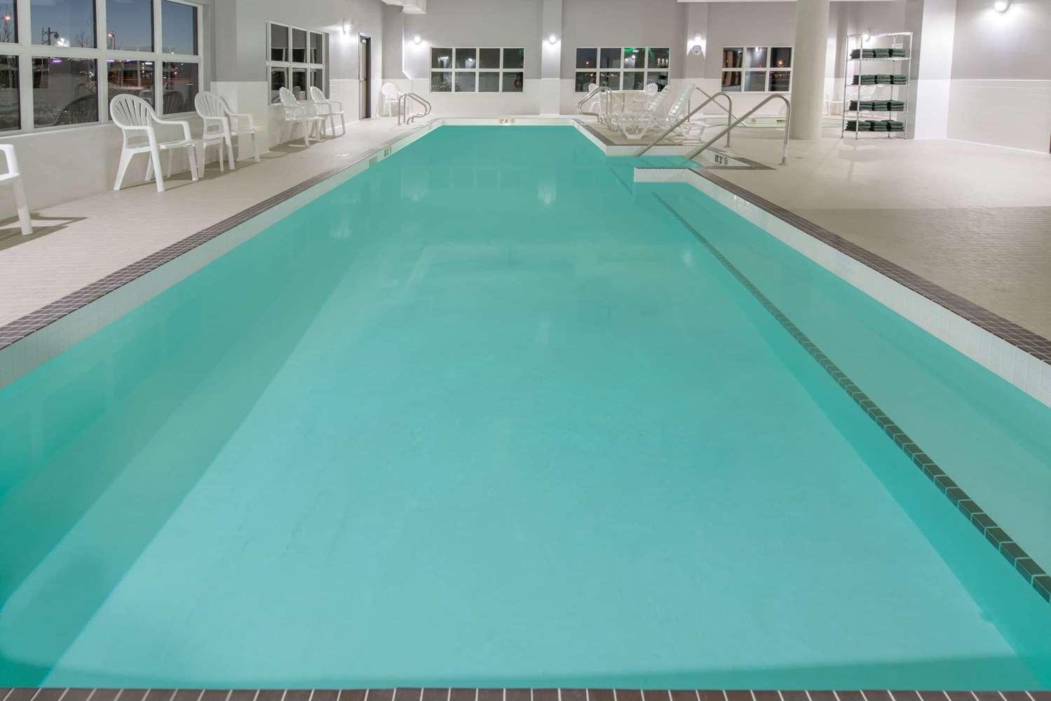 Pool - Wyndham Garden Hotel Airport Calgary