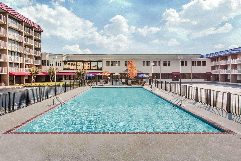 Pool - Baymont Inn & Suites Fayetteville