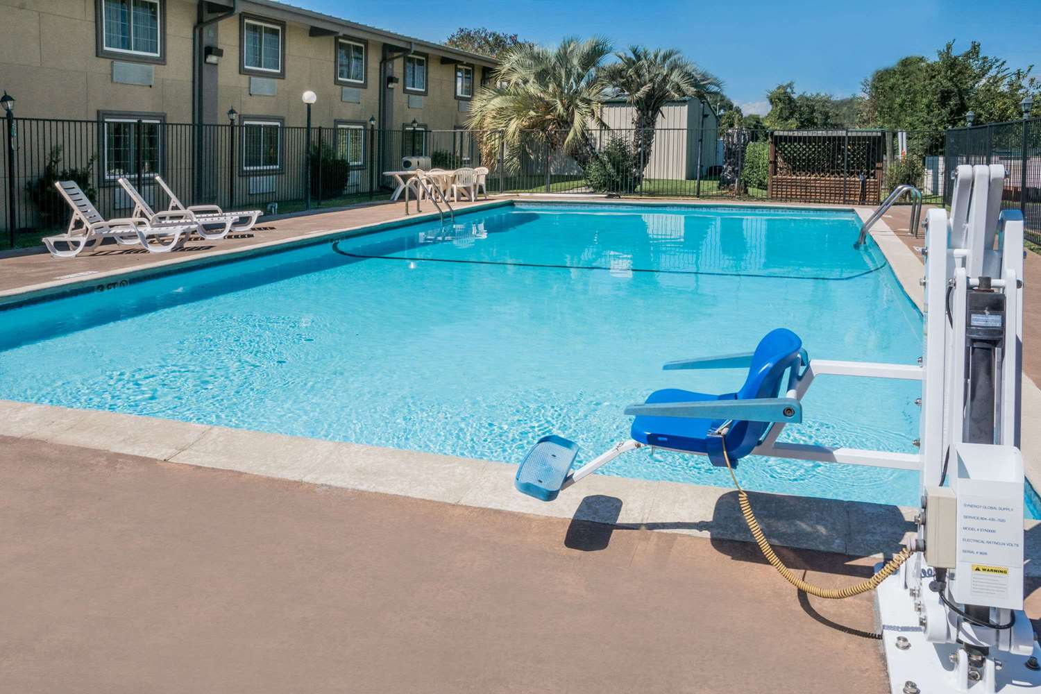 Pool - Super 8 Hotel Beaumont