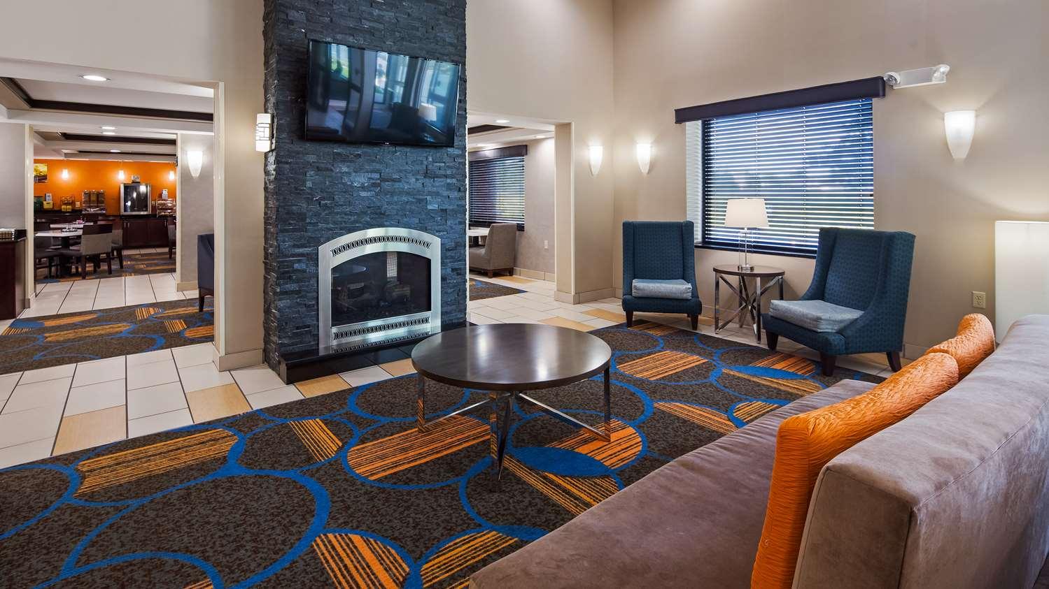 Lobby - Best Western Plus Sovereign Hotel Keene