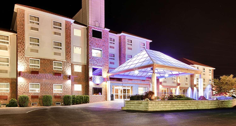 Exterior view - Best Western Plus Sandusky Hotel & Suites