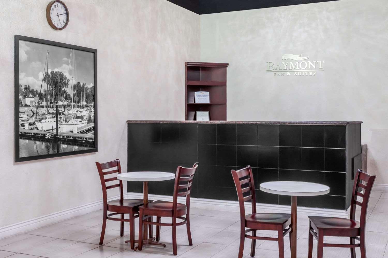 Lobby - Baymont Inn & Suites Delavan
