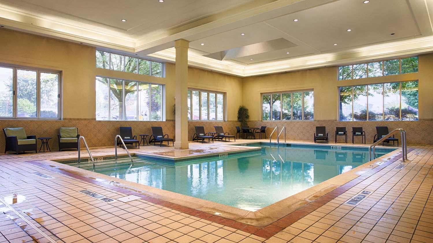 Pool Best Western Plus Country Cupboard Inn Lewisburg