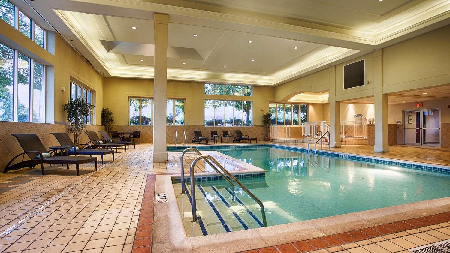 Pool - Best Western Plus Country Cupboard Inn Lewisburg
