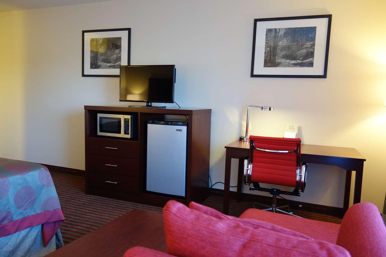 Room - Ramada Plaza Hotel Sacramento