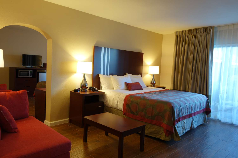 Suite - Ramada Plaza Hotel Sacramento