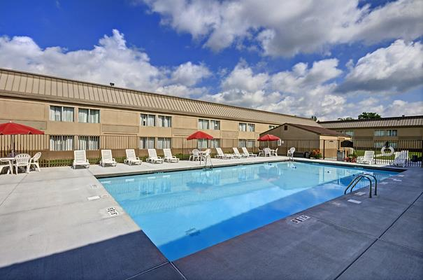 Pool - Best Western Plus Bridgeport Inn