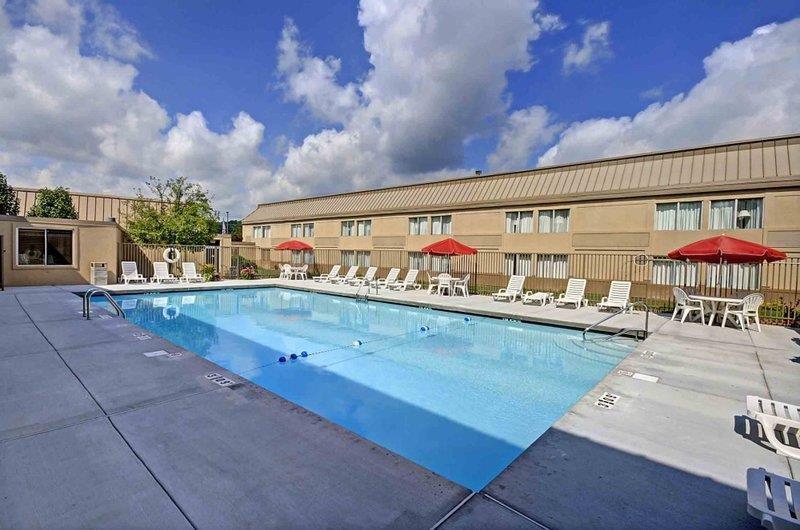 Pool - Best Western Plus Bridgeport Inn