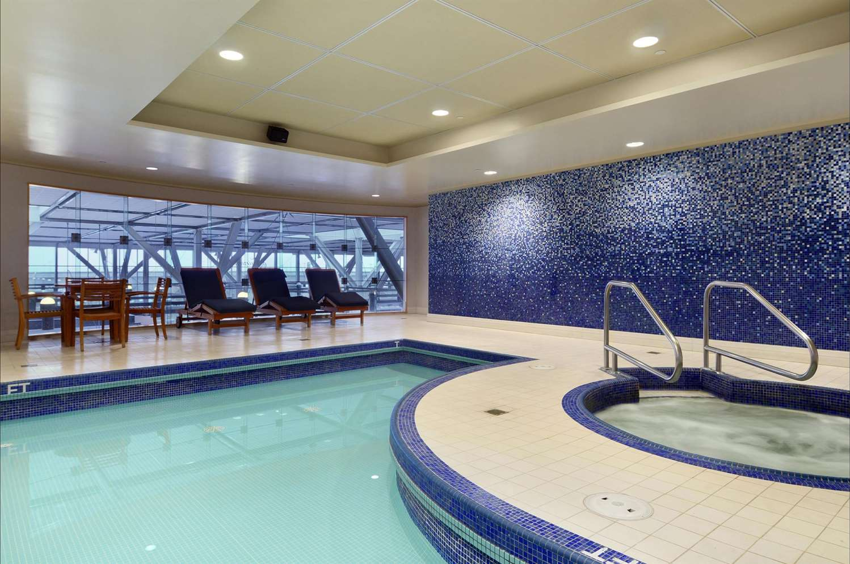 Pool - Fairmont Hotel Vancouver Airport