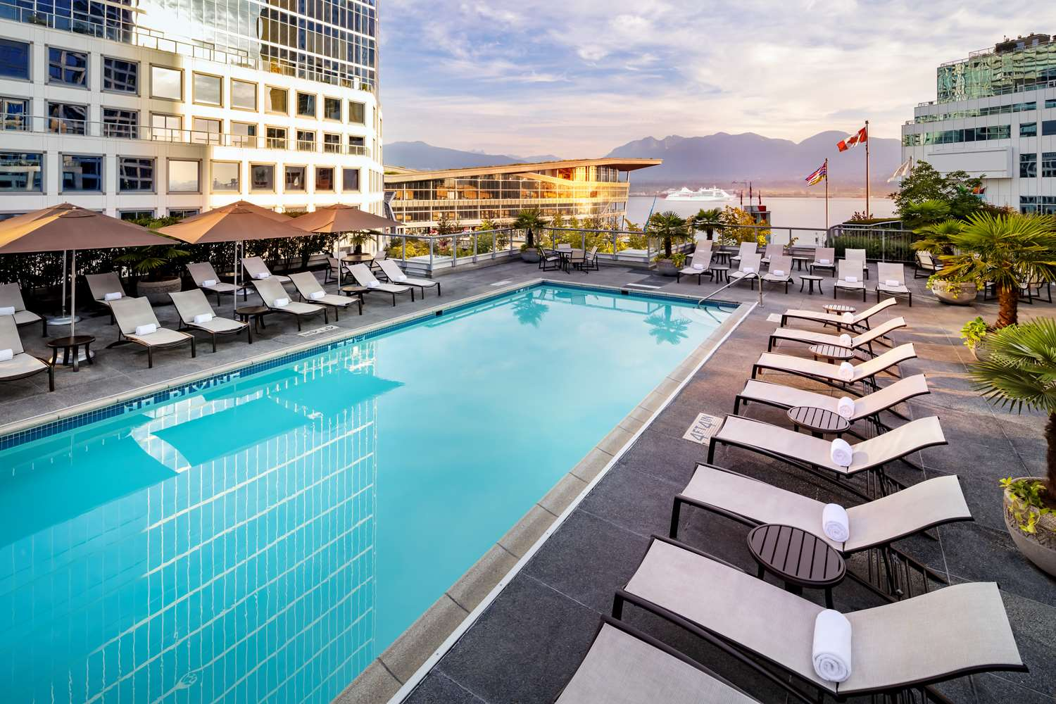 Pool - Fairmont Waterfront Hotel Vancouver