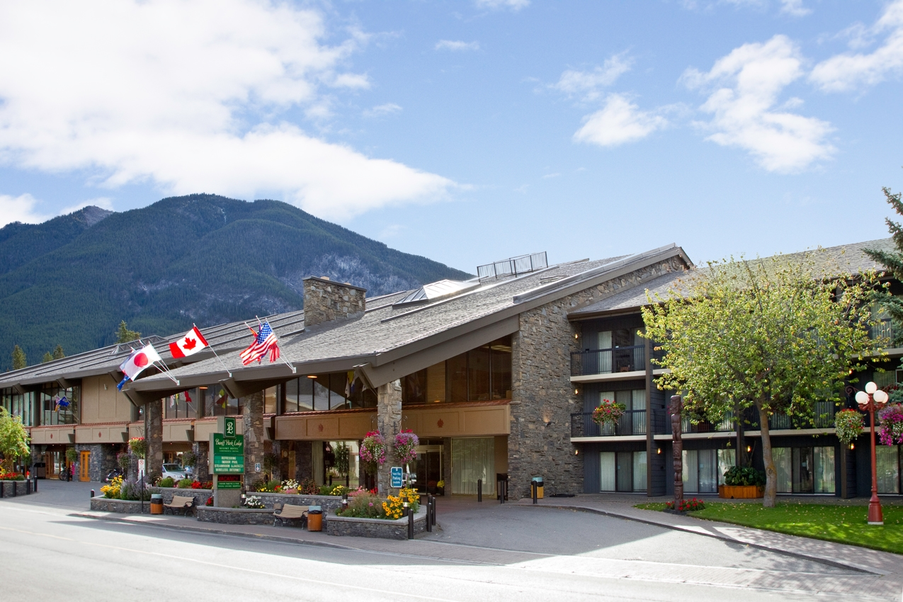 Exterior view - Banff Park Lodge