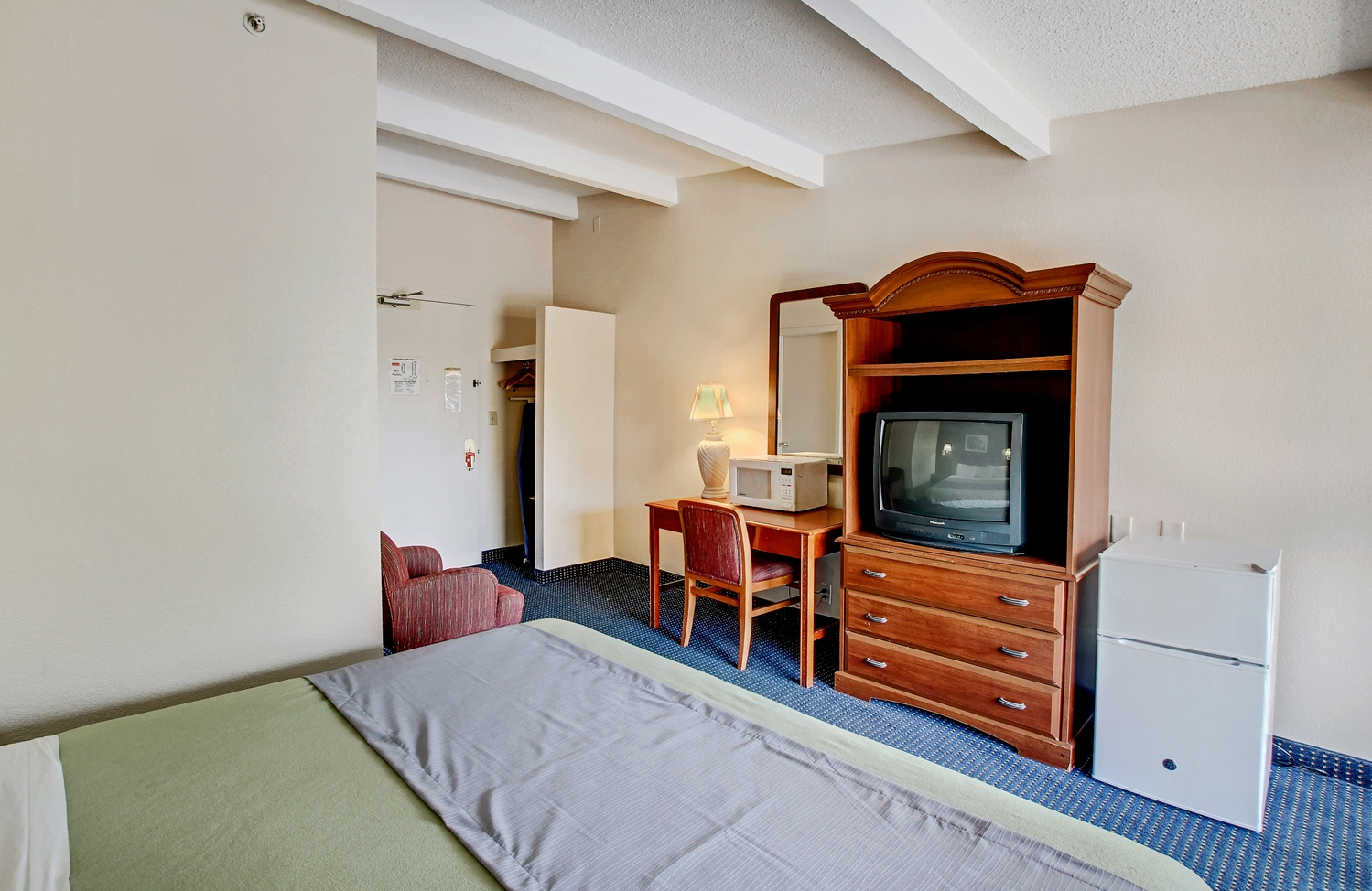 Amenities - Americas Best Value Inn Whippany