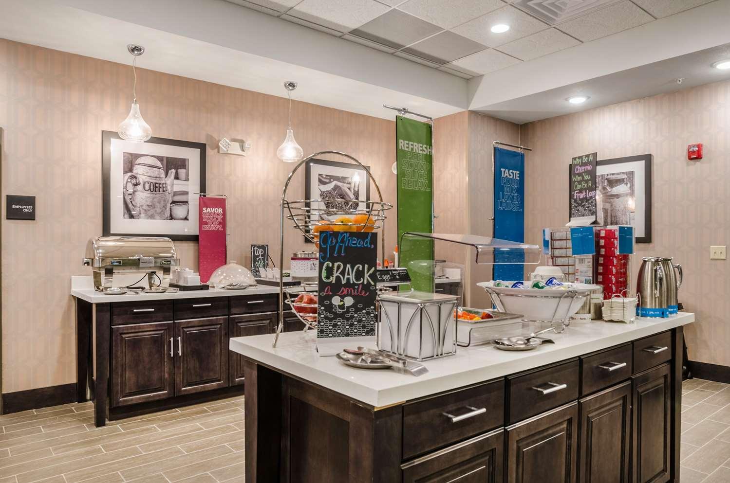 Restaurant - Hampton Inn & Suites Pratt