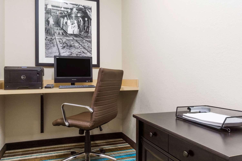 Conference Area - Hawthorn Suites by Wyndham Triadelphia