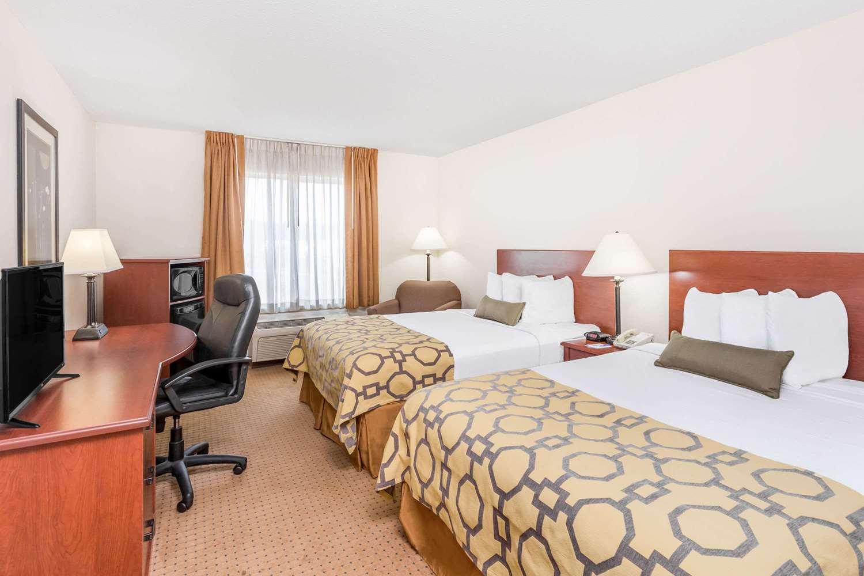 Room - Baymont Inn & Suites Cartersville