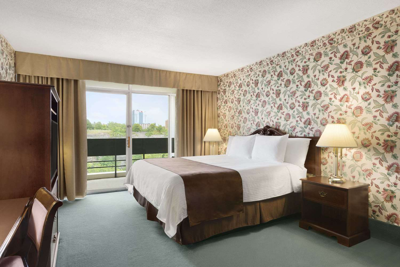 Room - Travelodge Hotel Fallsview Niagara Falls