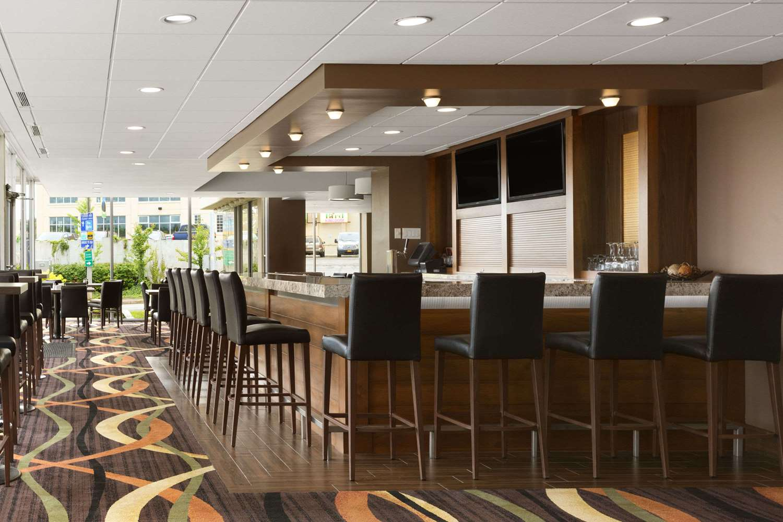 Lobby - Travelodge Hotel Fallsview Niagara Falls