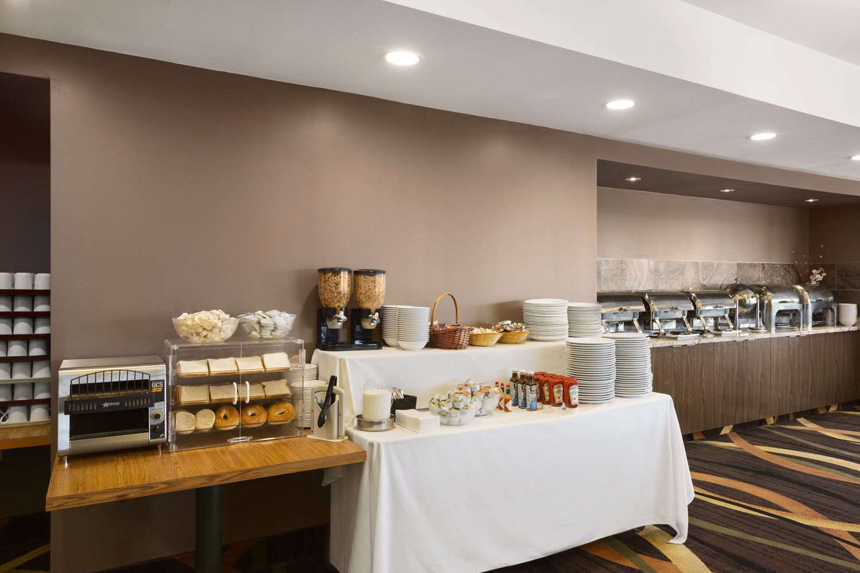 Restaurant - Travelodge Hotel Fallsview Niagara Falls