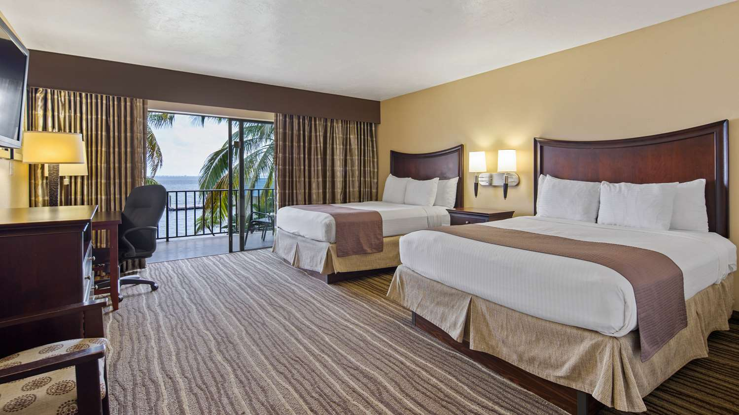 Room - Best Western North Fort Myers Waterfront Hotel