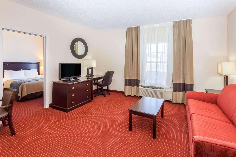 Suite - Baymont Inn & Suites Point Mallard Decatur