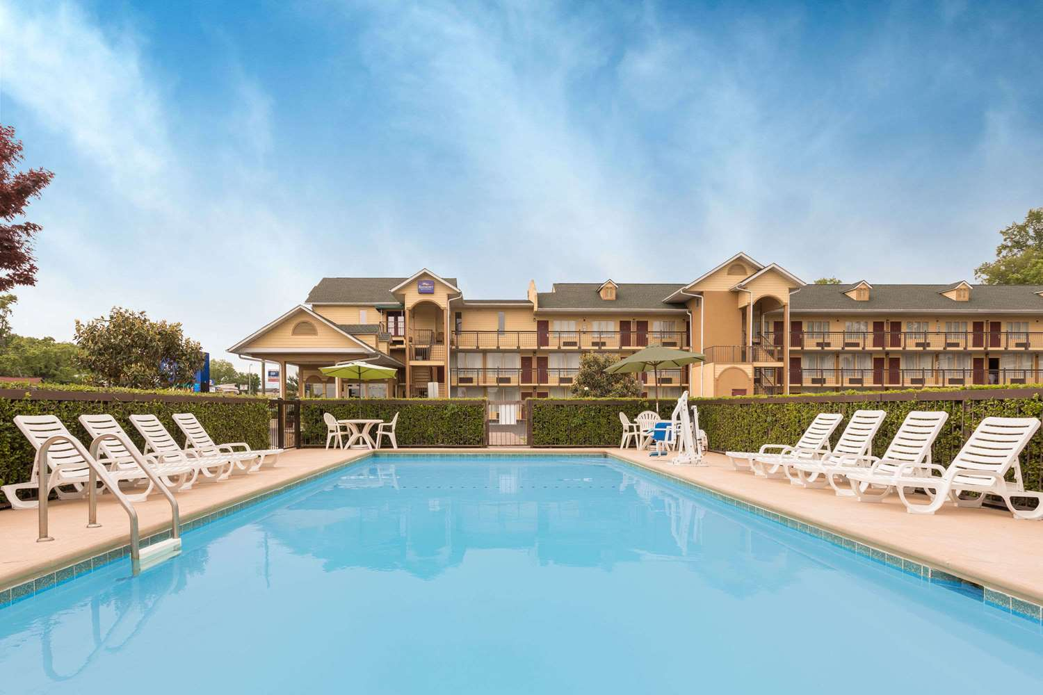 Pool - Baymont Inn & Suites Sevierville
